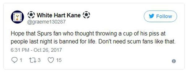 Sốc: CĐV Tottenham tè vào chai, ném sang người hâm mộ đối phương - Ảnh 2.