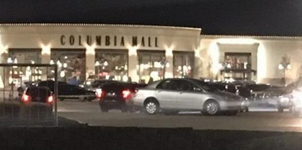Cơn ác mộng ngày Black Friday: Nổ súng, đánh đấm, ném giày vào mặt trẻ em ngay tại các trung tâm thương mại - Ảnh 1.