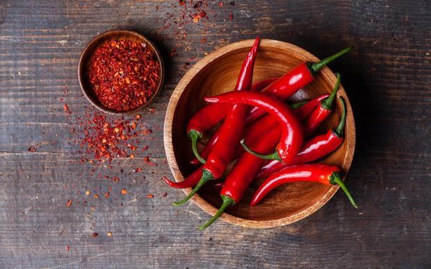 Team ăn cay sẽ thích thú khi biết được những siêu lợi ích từ ớt dành cho sức khỏe - Ảnh 4.