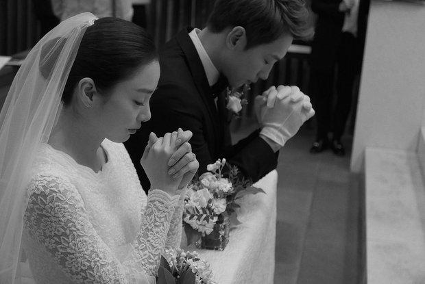 HOT: Rò rỉ hình ảnh hiếm hoi Kim Tae Hee và Bi Rain hạnh phúc thề nguyện bên trong đám cưới thế kỷ - Ảnh 3.