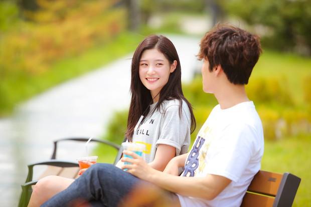 Chi Pu đóng vai nhạc sĩ, cặp kè người tình MV Jin Ju Hyung trpong phim điện ảnh Việt - Hàn - Ảnh 8.