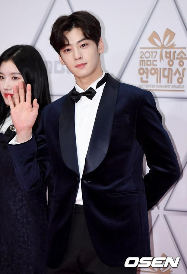 Thảm đỏ MBC Entertainment Awards: Dara bỗng già chát, bị mỹ nhân gợi cảm vô danh và loạt sao nữ sexy đè bẹp - Ảnh 12.