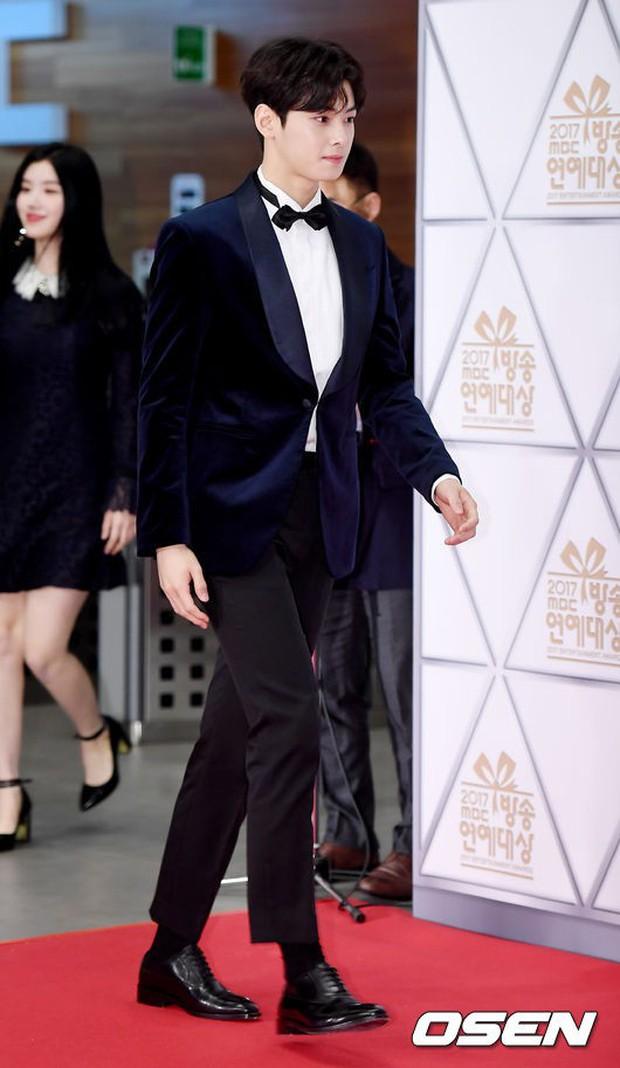 Thảm đỏ MBC Entertainment Awards: Dara bỗng già chát, bị mỹ nhân gợi cảm vô danh và loạt sao nữ sexy đè bẹp - Ảnh 11.