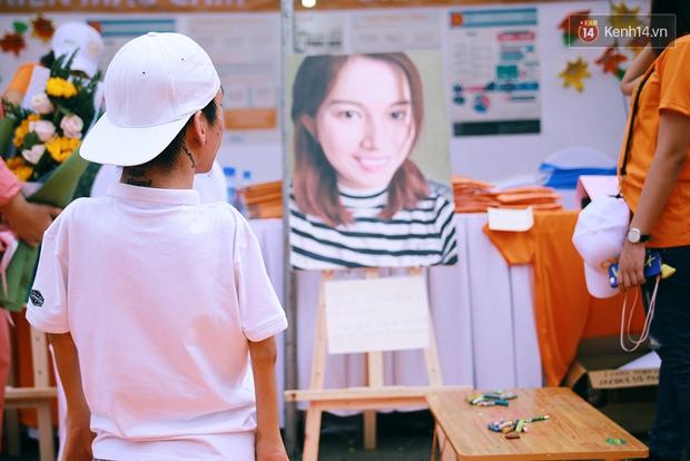 Họa sĩ khuyết tật Lê Minh Châu vẽ chân dung học trò để triển lãm tại gian hàng Sáng kiến Màu cam - Ảnh 8.