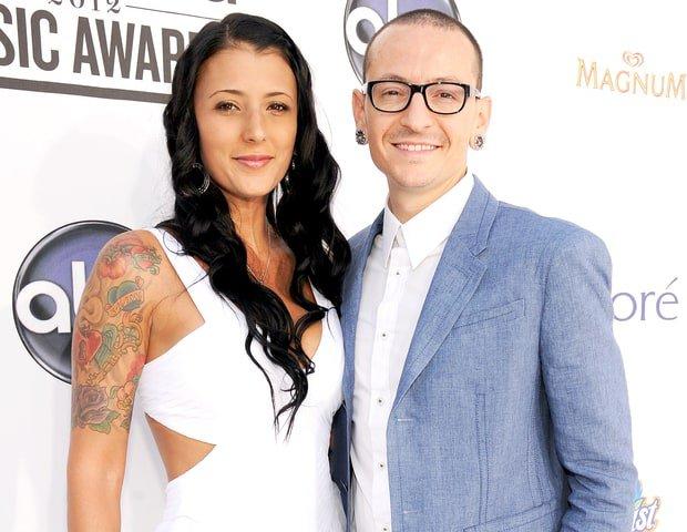 Vợ Chester (Linkin Park) đau buồn lên tiếng: Các con tôi đã mất đi một người hùng - Ảnh 1.