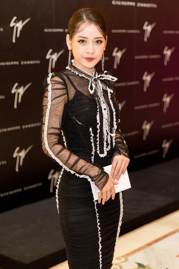 Chi Pu và Phí Phương Anh cùng đọ sắc với tông đen ở sự kiện thời trang, ai mặc đẹp hơn? - Ảnh 1.