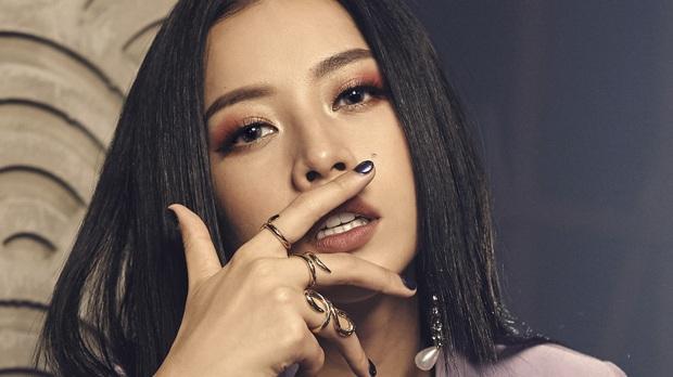 """Sau 4 năm, Chi Pu trở thành cô ca sĩ Minh Tú từ phim """"Thần Tượng""""! - Ảnh 1."""