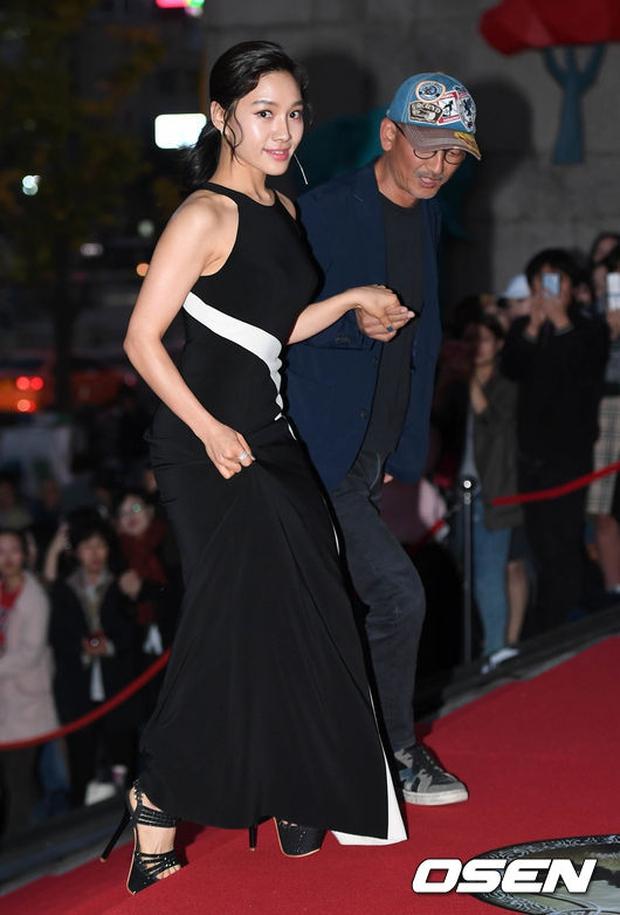 Thảm đỏ Oscar Hàn Quốc: Hoa hậu gây sốc với ngực siêu khủng, Yoona và Jo In Sung dẫn đầu dàn siêu sao - Ảnh 28.