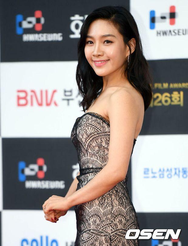 Thảm đỏ liên hoan phim Busan ngày 2: Nữ thần của nữ thần Son Ye Jin một mình cân cả dàn mỹ nhân - Ảnh 15.