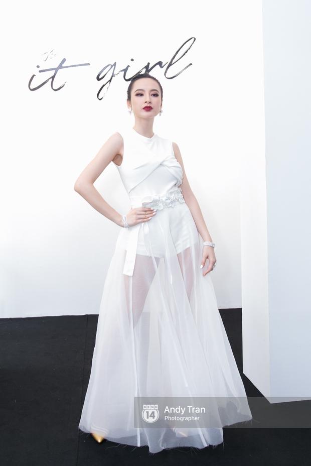 Angela Phương Trinh mỏng manh lộng lẫy như công chúa, Midu lại sexy xuất thần - Ảnh 1.