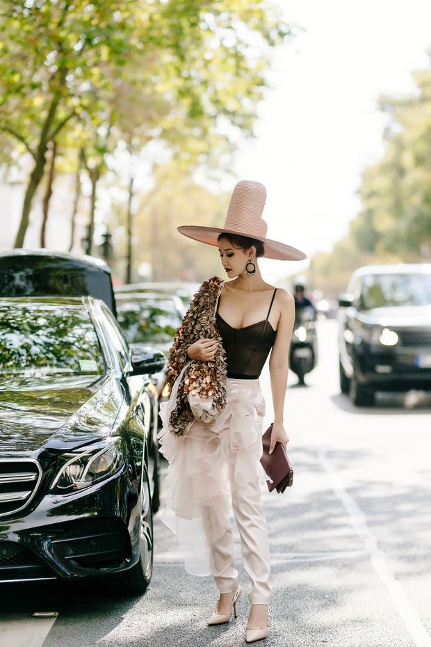 Vừa đấu khẩu chán chê với Tâm Tít xong, Maya đã mặc cực dị xuất hiện tại Paris Fashion Week - Ảnh 3.