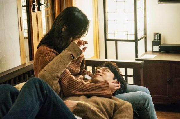 Nữ chính Goblin bị nghi úp mở chuyện chia tay người yêu để hẹn hò với Gong Yoo - Ảnh 6.