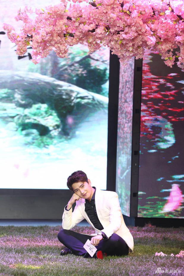 Vừa úp mở chuyện chia tay với Song Seung Hun, Lưu Diệc Phi đã rạng rỡ và tình tứ bên người tình màn ảnh kém 4 tuổi - Ảnh 14.