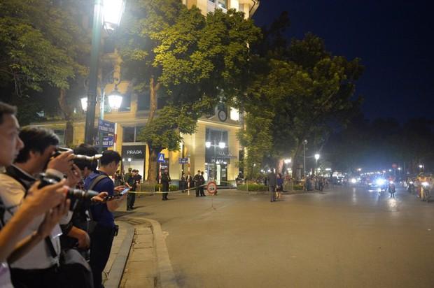 Tổng thống Mỹ Donald Trump đến Hà Nội, an ninh thắt chặt ở các tuyến phố trung tâm - Ảnh 19.