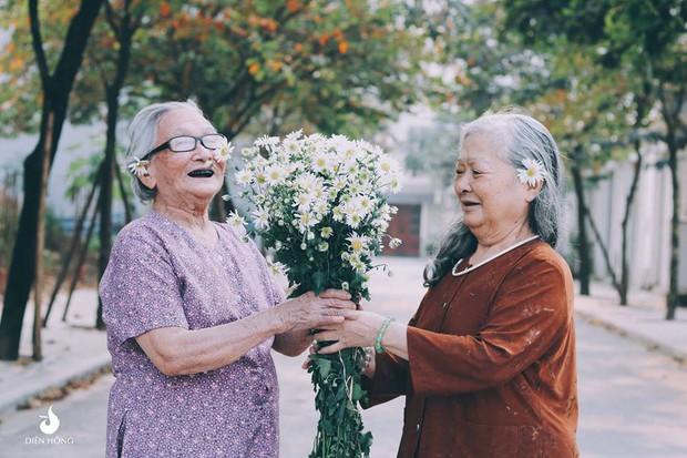 Bộ ảnh Tình bạn già bên cúc họa mi khiến nhiều người ước ao có một BFF như thế - Ảnh 6.