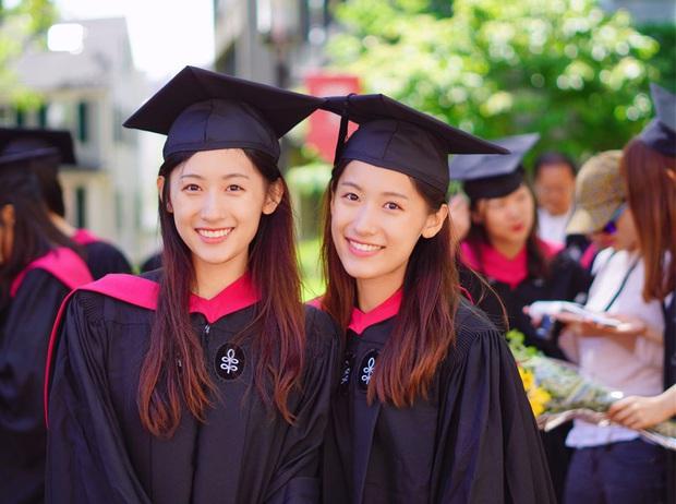 Cặp song sinh Trung Quốc đã xinh lại còn giỏi nổi tiếng vừa tốt nghiệp thạc sĩ Giáo dục ở Harvard - Ảnh 1.