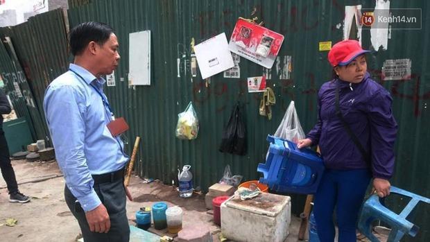 Thêm 2 người bị phạt 4 triệu đồng vì tiểu bậy ngoài đường phố Hà Nội - Ảnh 3.