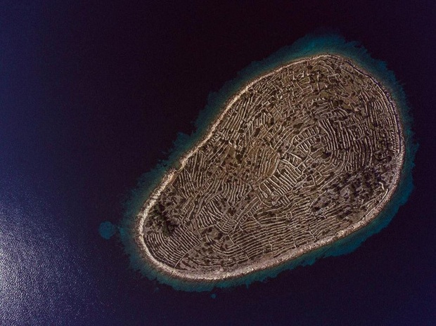 Sự thật bất ngờ phía sau hình ảnh dấu vân tay khổng lồ giữa đại dương mênh mông - Ảnh 1.