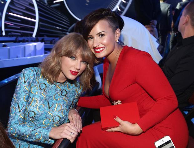 Chả ưa gì Taylor Swift, Demi Lovato vẫn chịu nhép theo hit hóa rắn! - Ảnh 3.