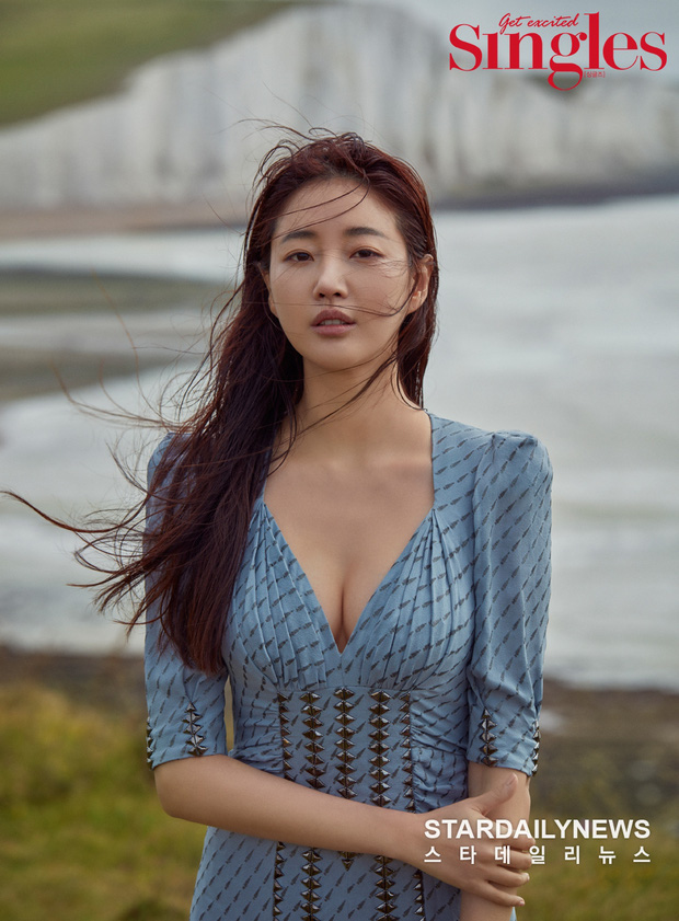 Hoa hậu ngực khủng Kim Sarang trên bìa tạp chí: Quá nóng bỏng và lộng lẫy như bà hoàng - Ảnh 2.