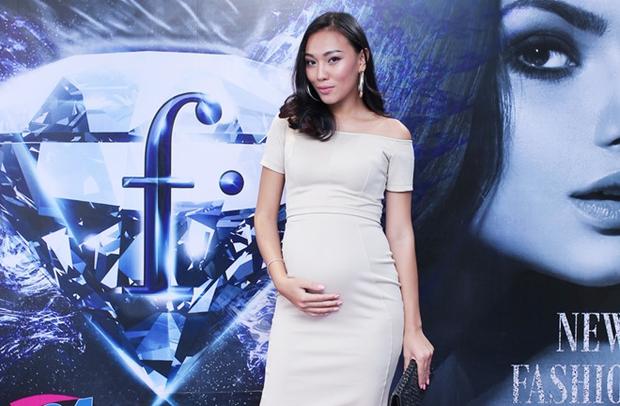 Chi Pu, Phạm Hương, HH Phương Nga cùng 15 nhan sắc Vbiz được báo Trung bầu chọn sở hữu vẻ đẹp điển hình - Ảnh 15.