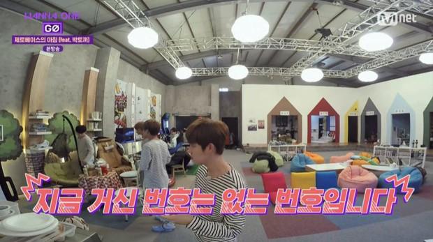 Clip: Chạy vù đi mua trà sữa ở Việt Nam, mỹ nam Wanna One ngậm ngùi tay không ra về vì... không qua được đường - Ảnh 3.