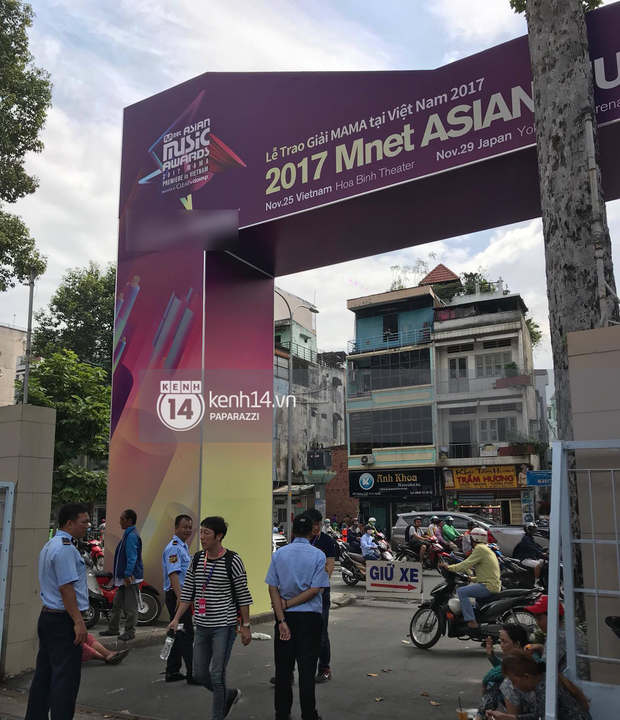 1 ngày trước MAMA 2017 tại Việt Nam: Nhà hát Hòa Bình đã được trải thảm đỏ, an ninh thắt chặt - Ảnh 2.