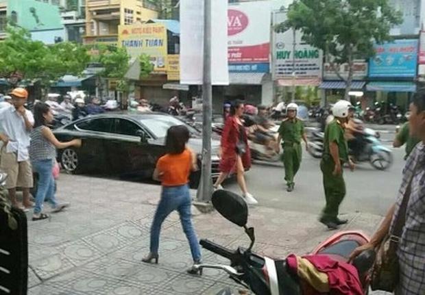 """Ca sĩ Đông Nhi bị cảnh sát giao thông """"hỏi thăm"""" vì đỗ xe sai quy định - Ảnh 1."""