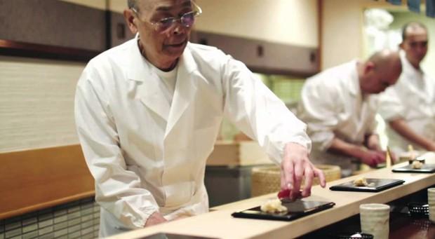 Đầu bếp sushi nổi tiếng nhất Nhật Bản chia sẻ bí quyết cho sushi hoàn hảo và cách ăn đúng chuẩn - Ảnh 2.