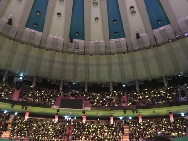Vợ chồng Song Joong Ki và Song Hye Kyo cười tươi rói, mùi mẫn rủ nhau đến xem concert của IU - Ảnh 5.