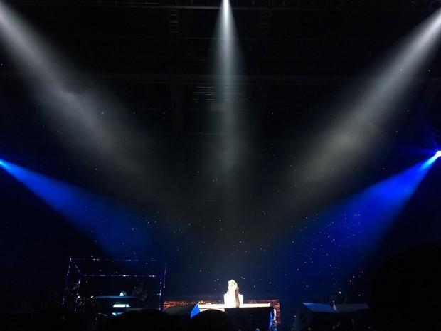 Vợ chồng Song Joong Ki và Song Hye Kyo cười tươi rói, mùi mẫn rủ nhau đến xem concert của IU - Ảnh 7.