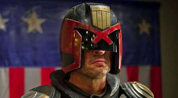 Karl Urban có thể sẽ trở lại với vai Judge Dredd trong Mega-City One - Ảnh 1.