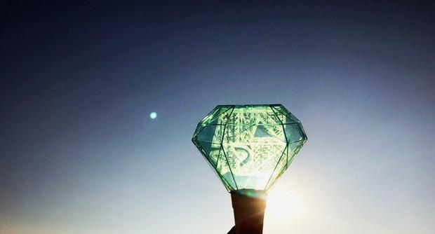 Mặt trăng xanh ngọc trong ngày tiễn đưa Jonghyun sự thực là hiện tượng gì? - Ảnh 1.