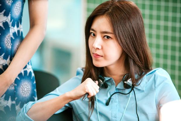 Sếp Nam Goong Min bị kẹp giữa bà hoàng phòng vé và nữ hoàng nội y xứ Hàn - Ảnh 7.