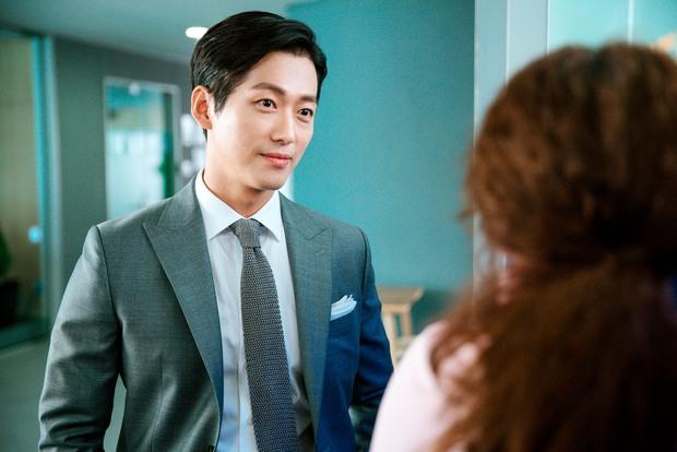 Sếp Nam Goong Min bị kẹp giữa bà hoàng phòng vé và nữ hoàng nội y xứ Hàn - Ảnh 3.