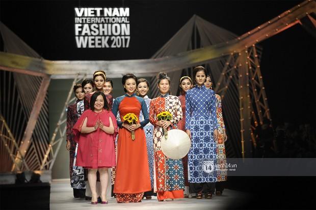 VIFW ngày 2: Chị đại Ngô Thanh Vân mở màn xuất sắc cho BST Cô Ba Sài Gòn của Thuỷ Design House - Ảnh 1.