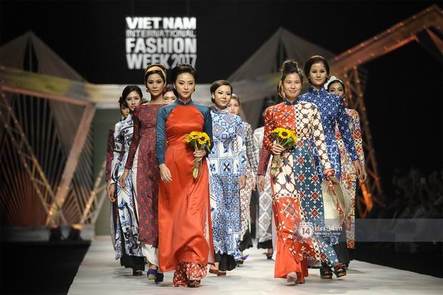 VIFW ngày 2: Chị đại Ngô Thanh Vân mở màn xuất sắc cho BST Cô Ba Sài Gòn của Thuỷ Design House - Ảnh 9.
