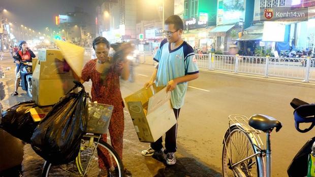 Cậu học trò nghèo giúp mẹ nhặt ve chai ở Sài Gòn đạt 9.6 điểm Toán trong kỳ thi THPT Quốc gia - Ảnh 2.