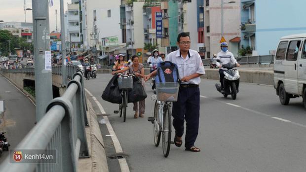 Cậu học trò nghèo giúp mẹ nhặt ve chai ở Sài Gòn đạt 9.6 điểm Toán trong kỳ thi THPT Quốc gia - Ảnh 1.