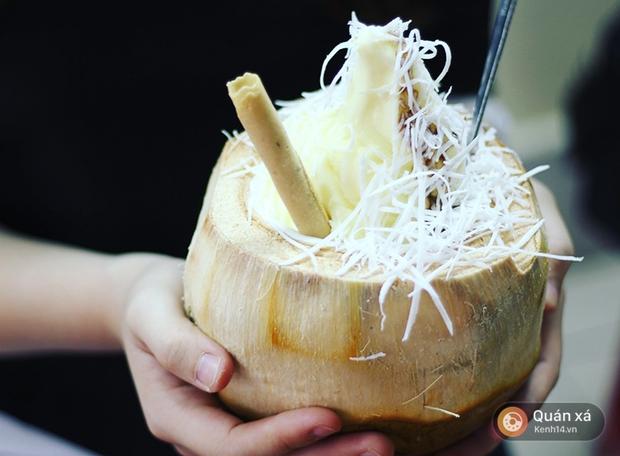 2 món ăn trong quả dừa đang cực hot ở Hà Nội bạn nhất định phải thử - Ảnh 3.