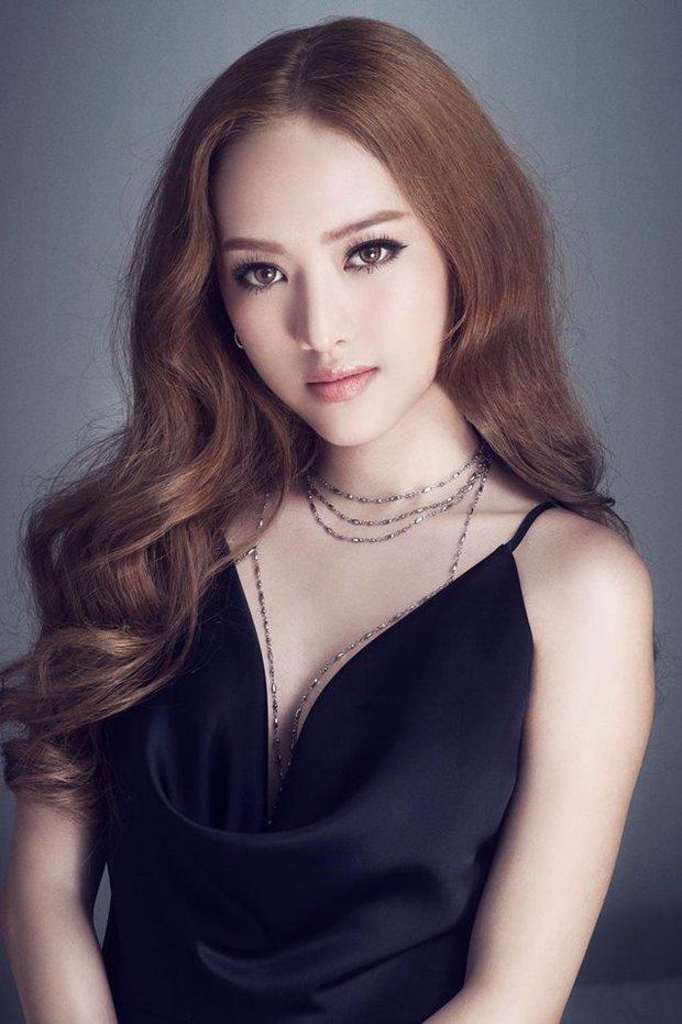 Khi 2 vẻ đẹp dao kéo đụng hàng: Hương Giang Idol & Thúy Vi, ai gợi cảm  hơn? - Ảnh 1.