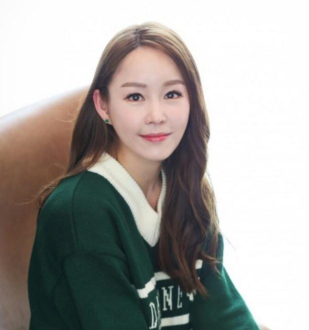 Nữ vệ sĩ đầu tiên của Tổng thống Hàn gây sốt vì quá đẹp và giờ cô đã trở thành diễn viên - Ảnh 13.