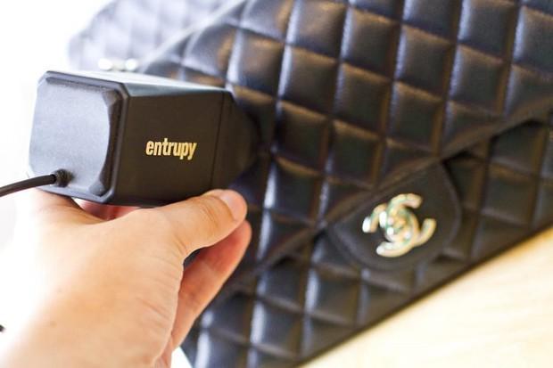 Máy phát hiện túi hàng hiệu là auth hay fake trong nháy mắt - Ảnh 3.