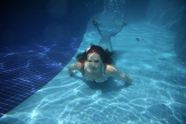 Cuộc sống của những nàng tiên cá Brazil: Giấc mơ thời thơ ấu từ chiếc đuôi thần tiên - Ảnh 2.