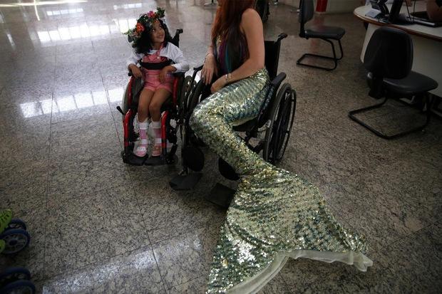 Cuộc sống của những nàng tiên cá Brazil: Giấc mơ thời thơ ấu từ chiếc đuôi thần tiên - Ảnh 1.