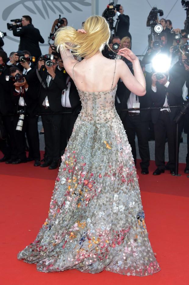 Phạm Băng Băng gây thất vọng, bị Elle Fanning dìm hàng toàn tập tại Cannes! - Ảnh 12.