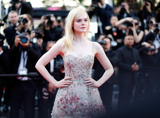 Phạm Băng Băng gây thất vọng, bị Elle Fanning dìm hàng toàn tập tại Cannes! - Ảnh 9.