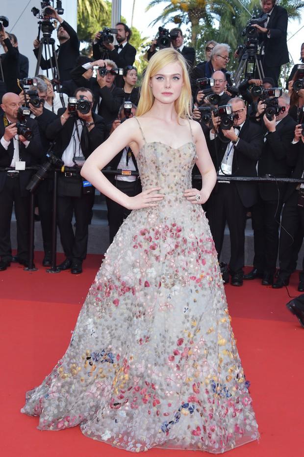 Phạm Băng Băng gây thất vọng, bị Elle Fanning dìm hàng toàn tập tại Cannes! - Ảnh 11.