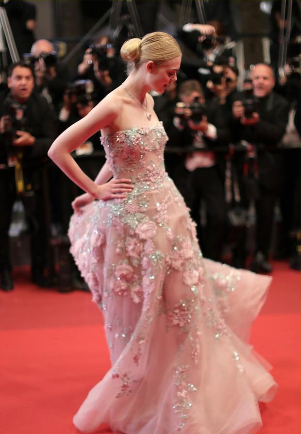 Tiên nữ giáng trần là câu miêu tả chính xác Elle Fanning tại LHP Cannes các năm! - Ảnh 11.