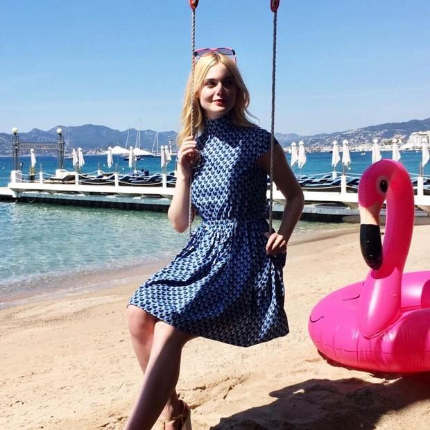 Tiên nữ giáng trần là câu miêu tả chính xác Elle Fanning tại LHP Cannes các năm! - Ảnh 25.